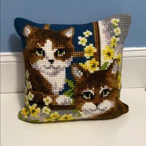 AMAZING! Vintage Kitty Cat needlework pillow 13x13